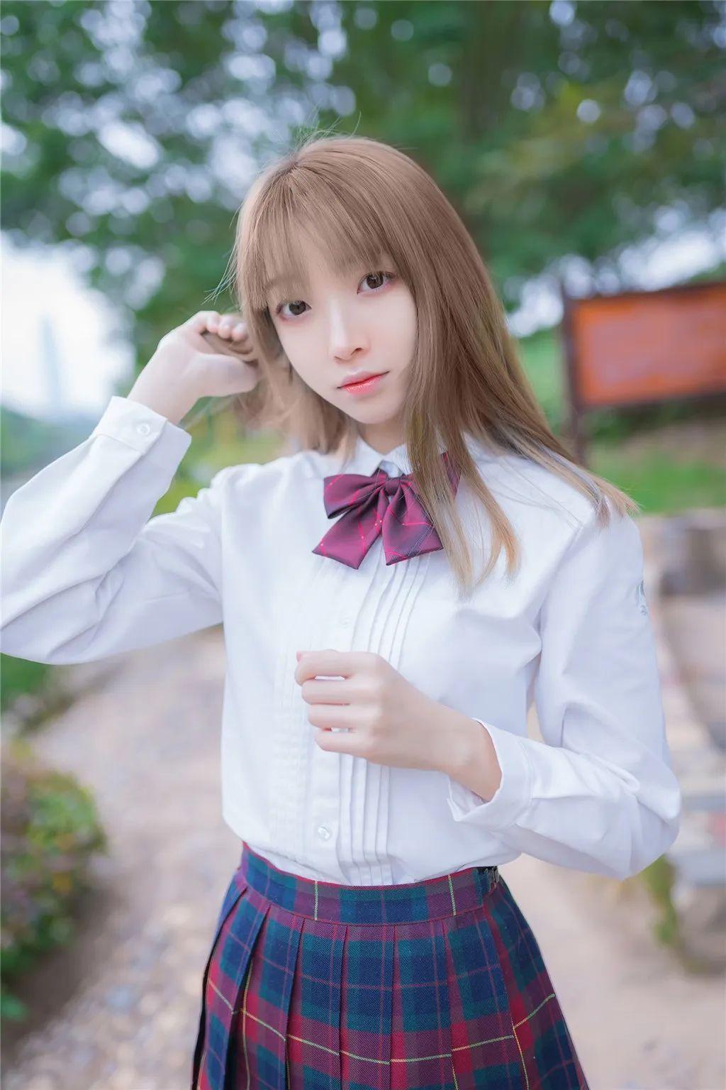 妹子摄影 – 白衬衣JK制服黑色过膝袜少女_图片 No.2