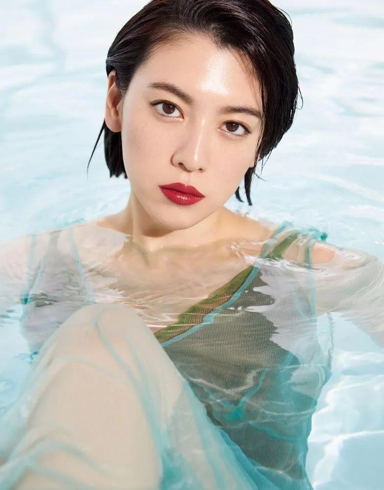 #三吉彩花#「VOGUE JAPAN」杂志写真,性感红唇_图片 No.3