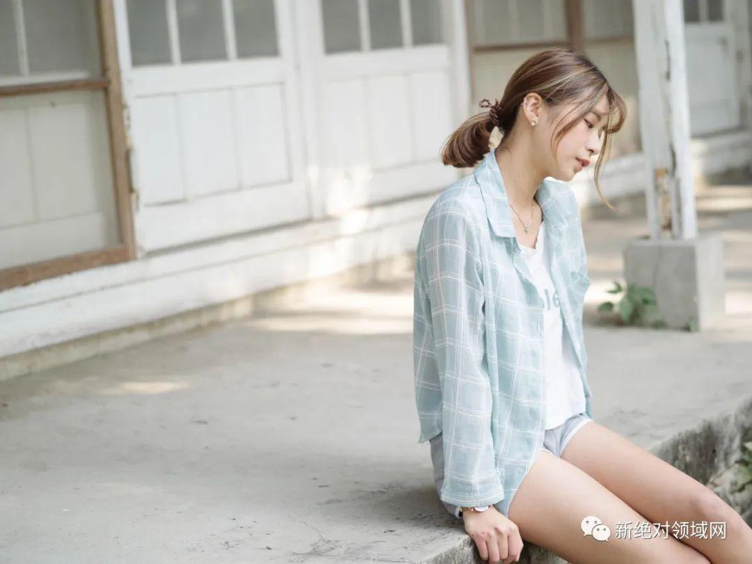 妹子摄影 – 手捧鲜花的婚纱少女白丝写真_图片 No.13