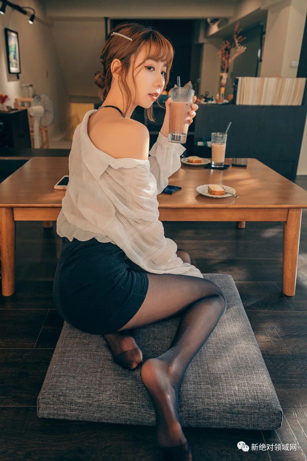妹子摄影 – 半露的香肩,OL裙黑丝,性感的味道_图片 No.6
