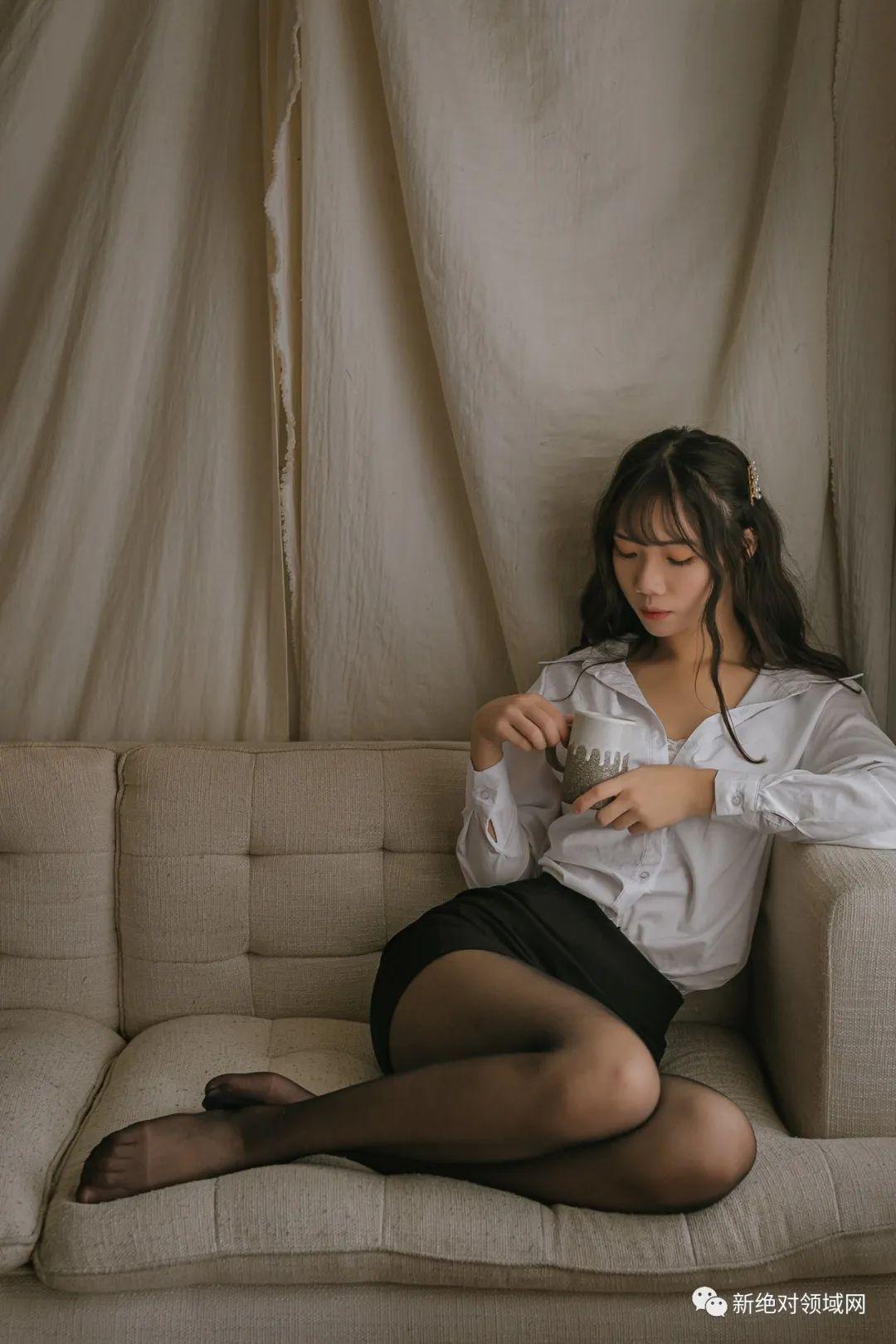 妹子摄影 – 半露的香肩,OL裙黑丝,性感的味道_图片 No.9