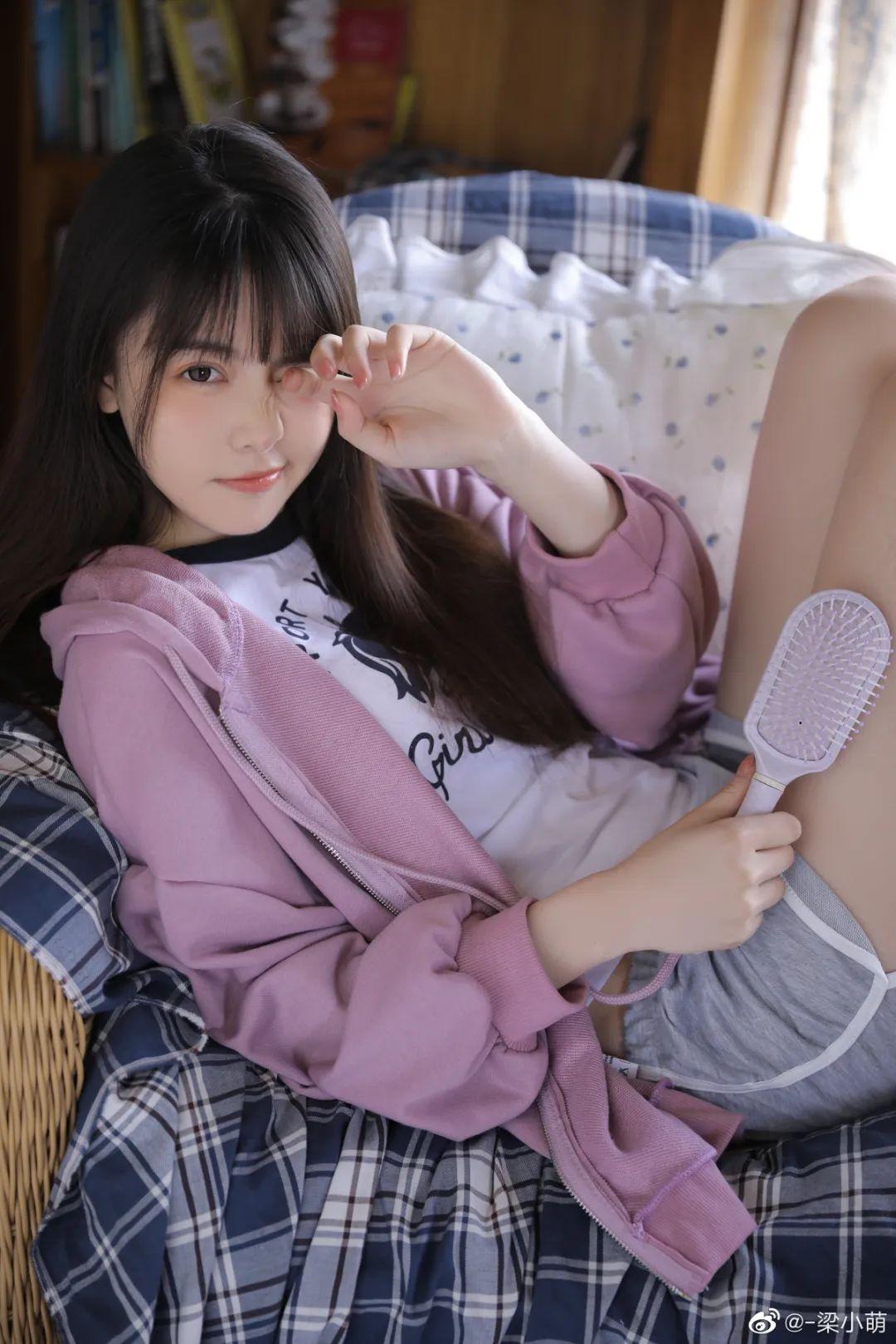 妹子摄影 – 带着娇嗔表情的丝袜美腿少女_图片 No.5