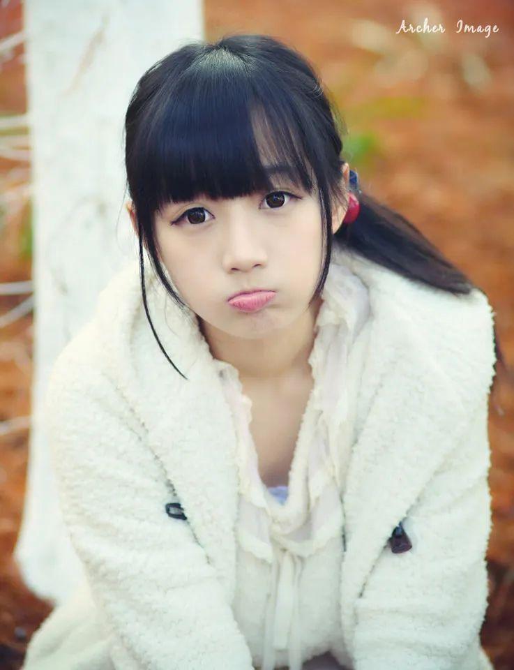 妹子摄影 – 童心未泯的白丝青春少女,嘟嘴太可爱了_图片 No.1