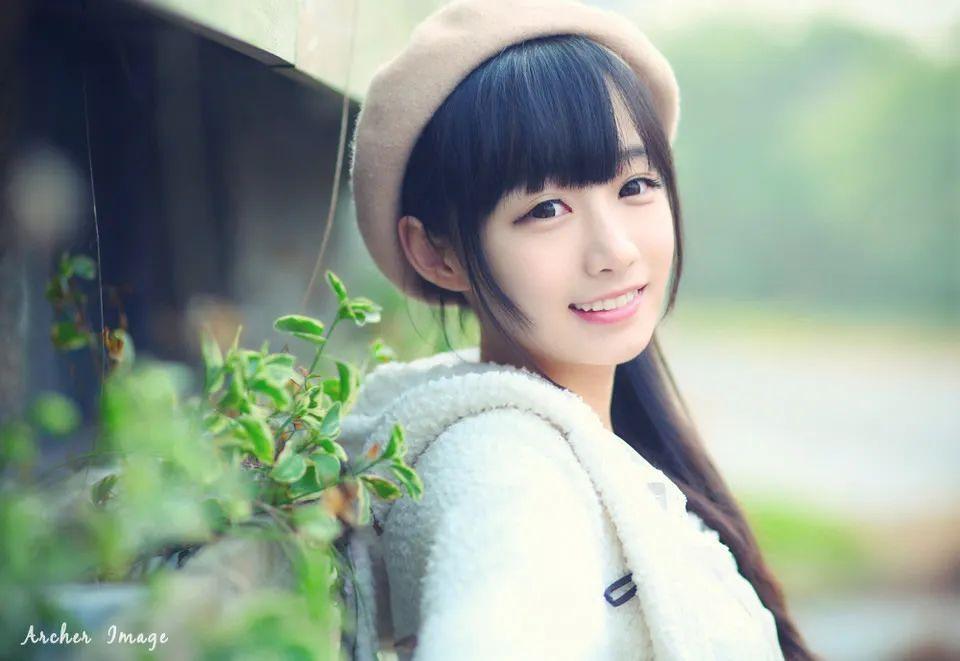 妹子摄影 – 童心未泯的白丝青春少女,嘟嘴太可爱了_图片 No.4