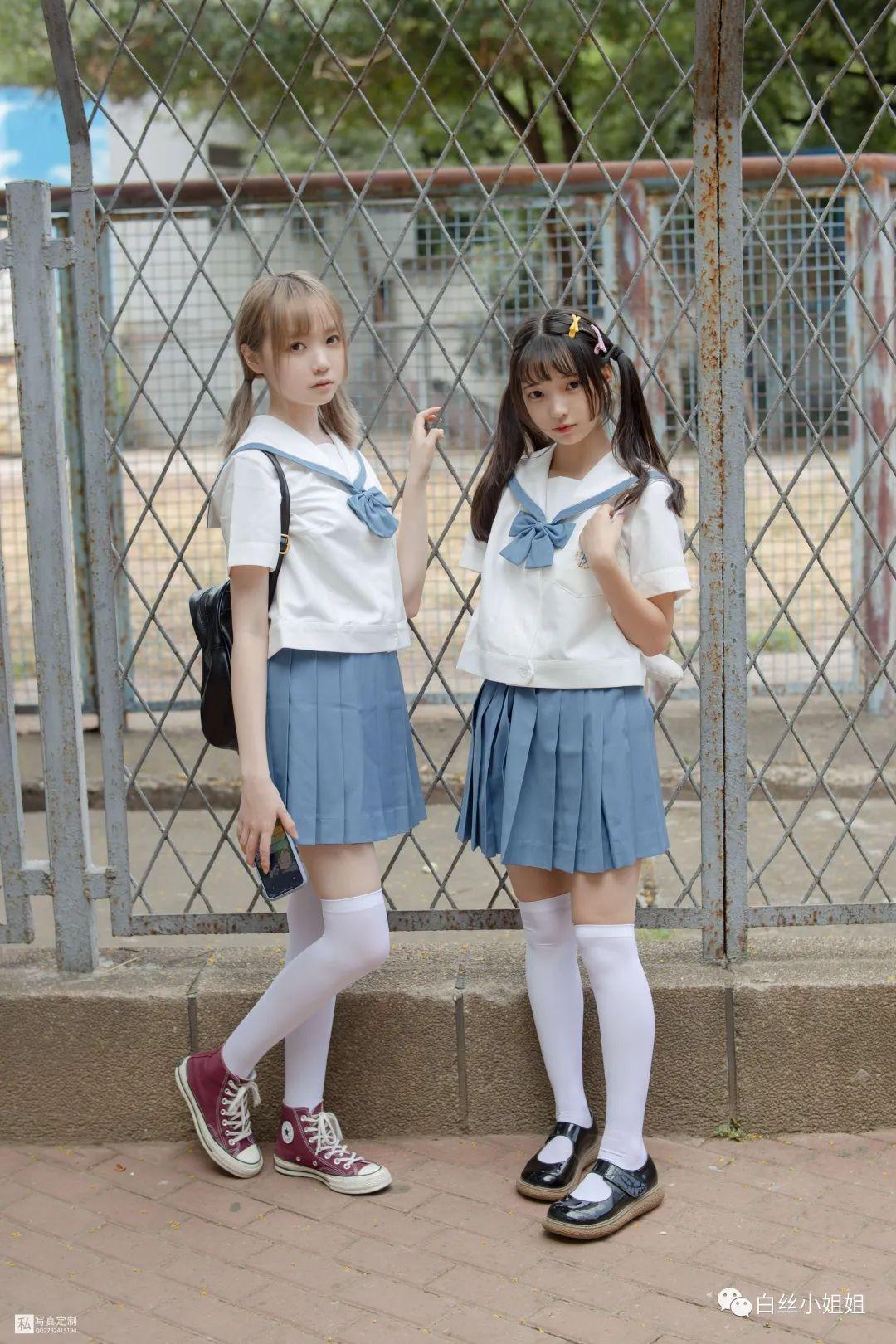 妹子摄影 – 白丝袜JK制服萝莉成对出现,双倍快乐!_图片 No.1
