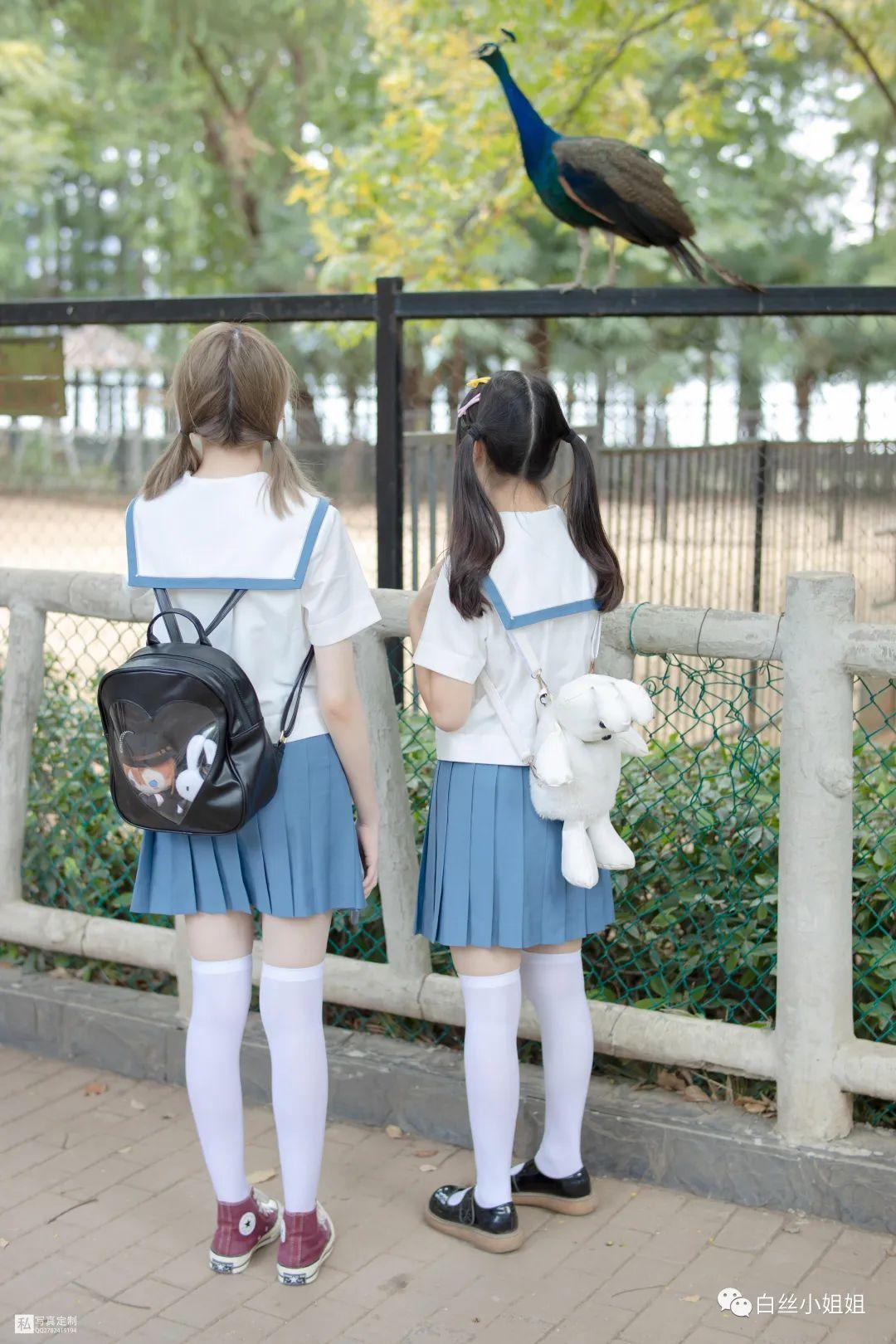 妹子摄影 – 白丝袜JK制服萝莉成对出现,双倍快乐!_图片 No.2