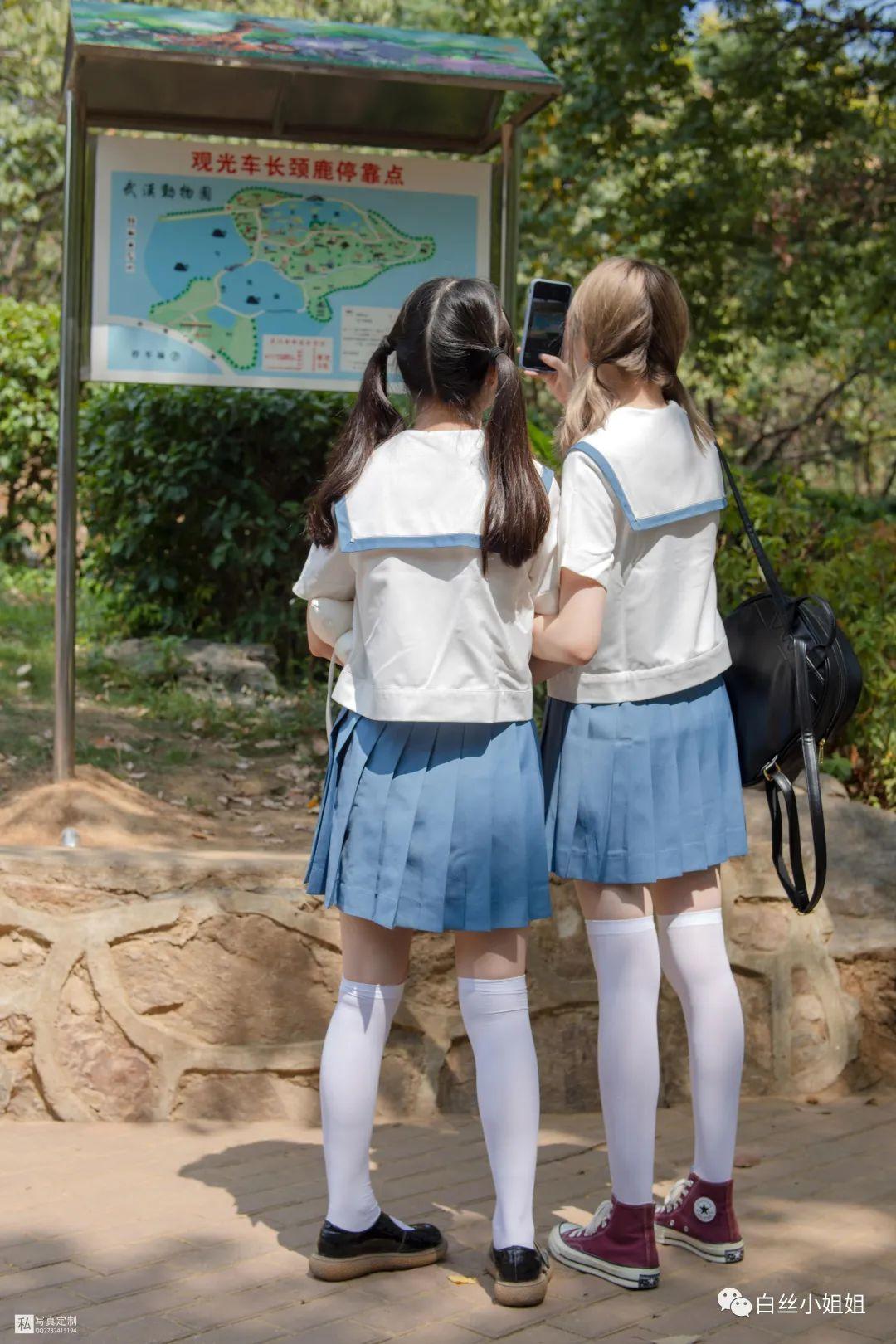 妹子摄影 – 白丝袜JK制服萝莉成对出现,双倍快乐!_图片 No.4