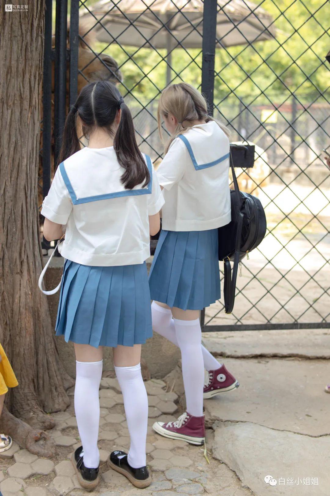 妹子摄影 – 白丝袜JK制服萝莉成对出现,双倍快乐!_图片 No.7