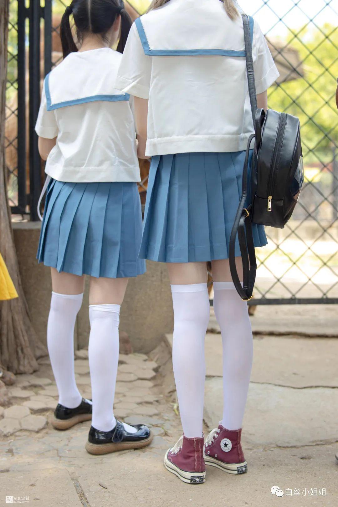 妹子摄影 – 白丝袜JK制服萝莉成对出现,双倍快乐!_图片 No.8