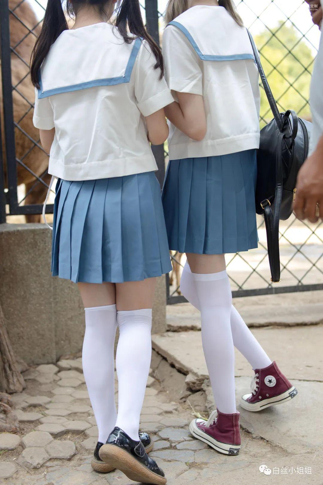 妹子摄影 – 白丝袜JK制服萝莉成对出现,双倍快乐!_图片 No.12