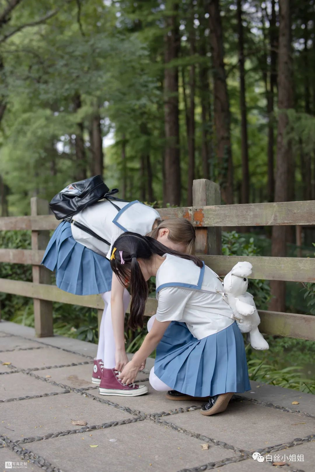 妹子摄影 – 白丝袜JK制服萝莉成对出现,双倍快乐!_图片 No.15