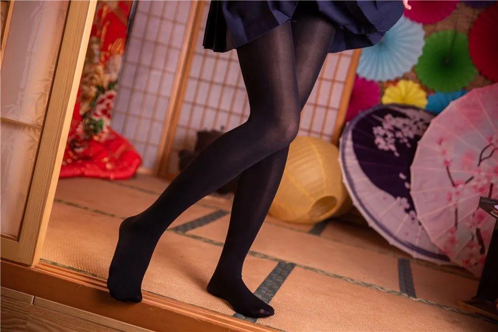 妹子摄影 – 黑白丝袜+裸足 少女女仆装_图片 No.2
