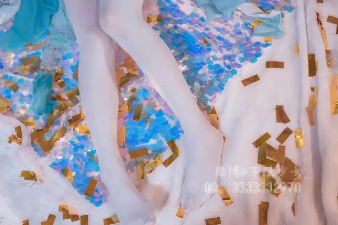 妹子摄影 – 黑白丝袜+裸足 少女女仆装_图片 No.5