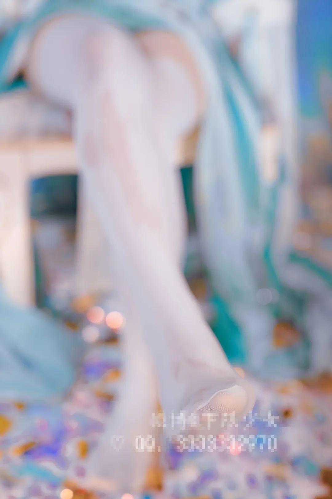 妹子摄影 – 黑白丝袜+裸足 少女女仆装_图片 No.7