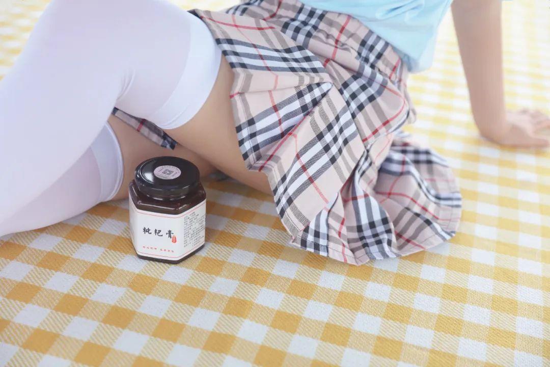 妹子摄影 – 白丝JK短裙少女与一串枇杷的故事_图片 No.15