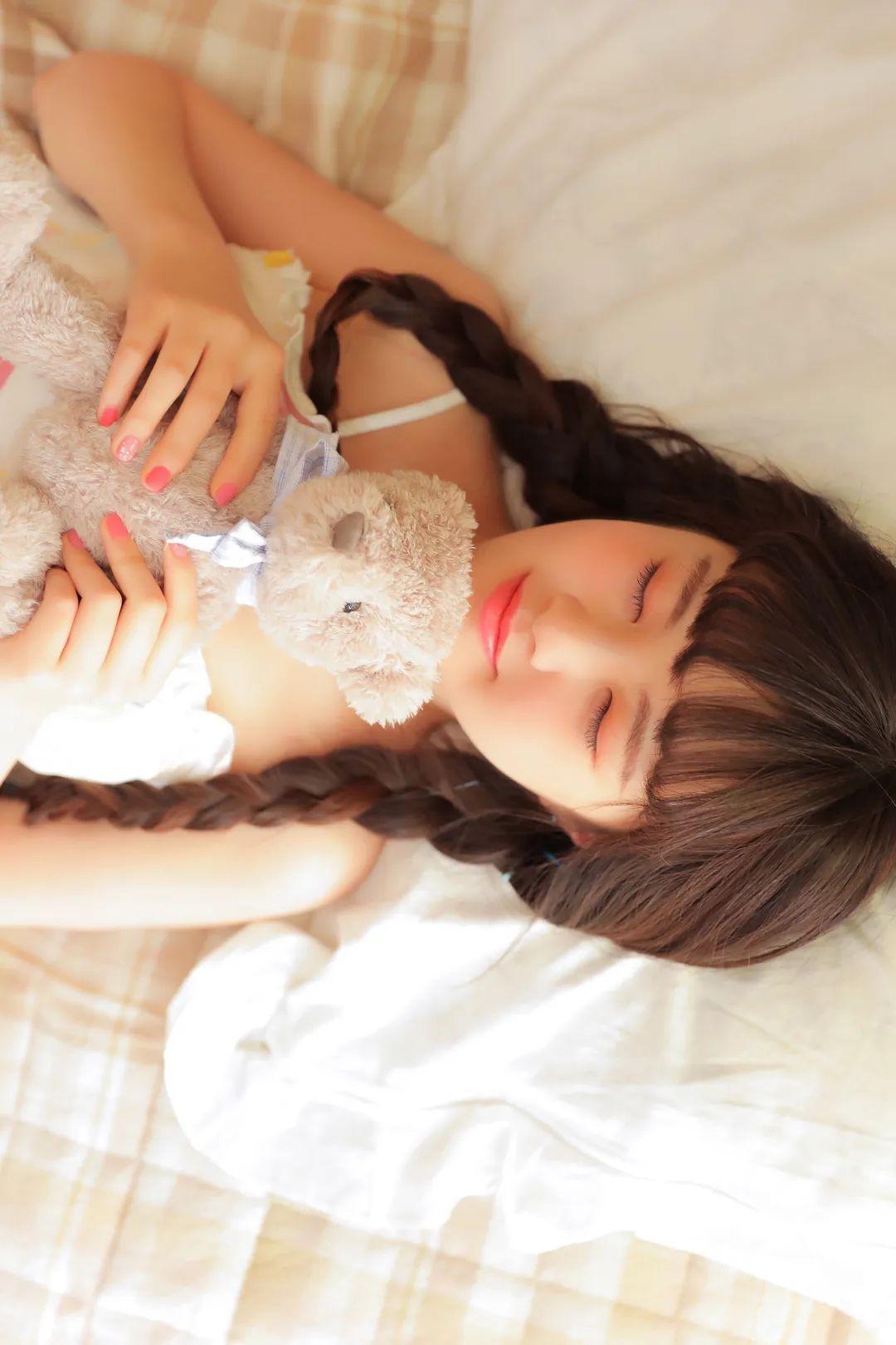 妹子摄影 – 甜美连衣裙双马尾少女吃西瓜_图片 No.17