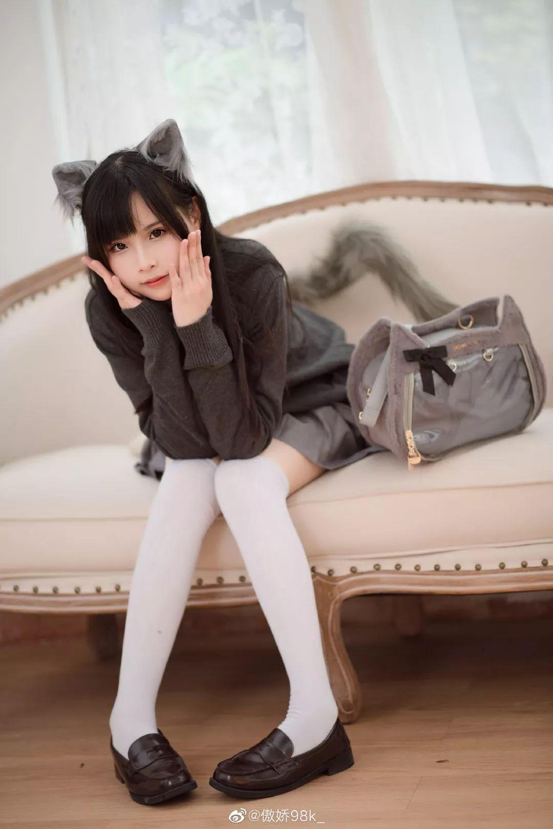 微博美少女@进击的小阿九(傲娇98k_),JK制服搭配狐狸装,瞬间想起了初恋!-觅爱图