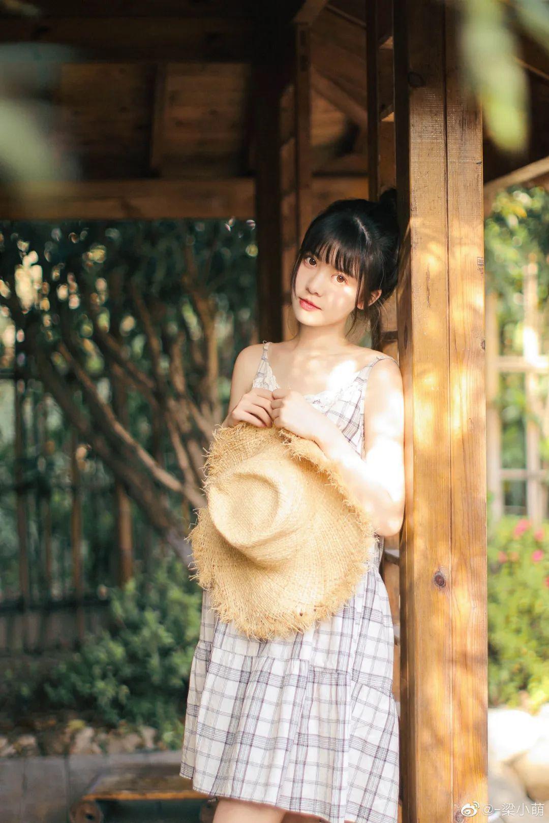 妹子摄影 – 微博美少女@-梁小萌,吃橘子的连衣裙清纯小妹_图片 No.3