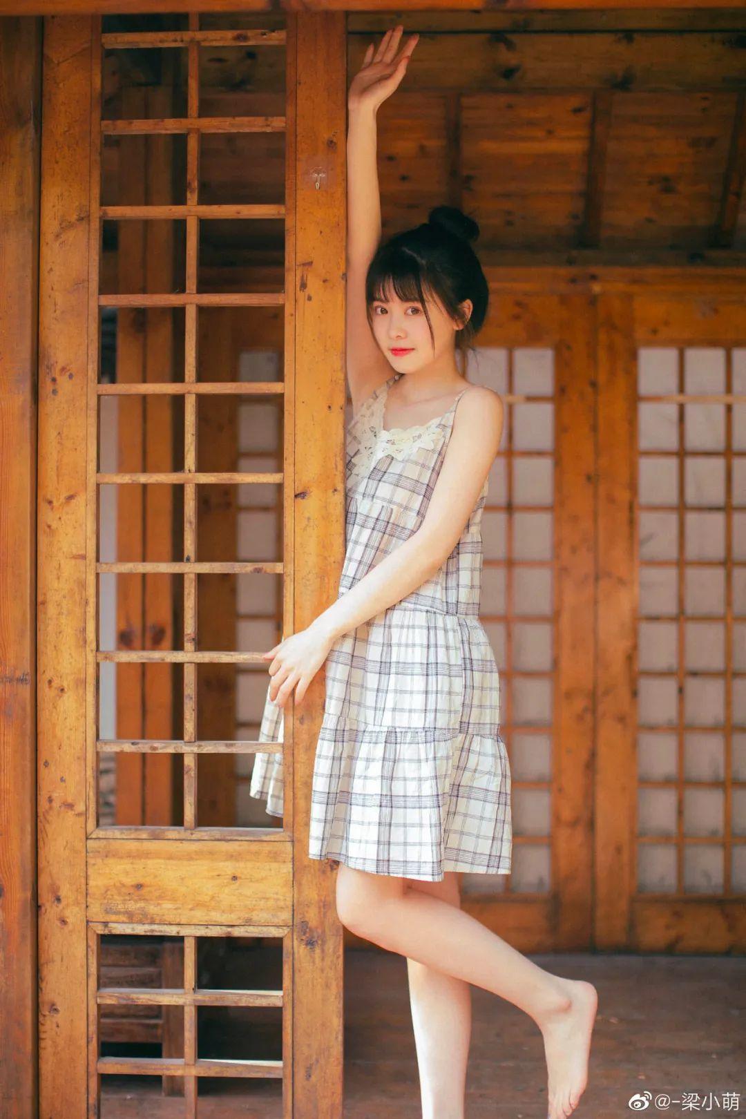 妹子摄影 – 微博美少女@-梁小萌,吃橘子的连衣裙清纯小妹_图片 No.6