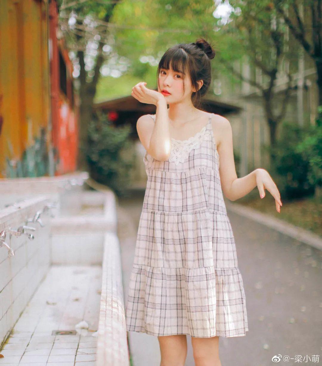 妹子摄影 – 微博美少女@-梁小萌,吃橘子的连衣裙清纯小妹_图片 No.7