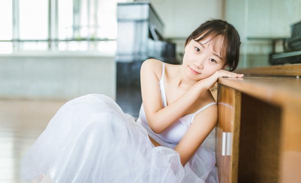 妹子摄影 – 白色连衣裙女孩跳芭蕾舞_图片 No.7