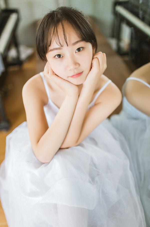 妹子摄影 – 白色连衣裙女孩跳芭蕾舞_图片 No.18