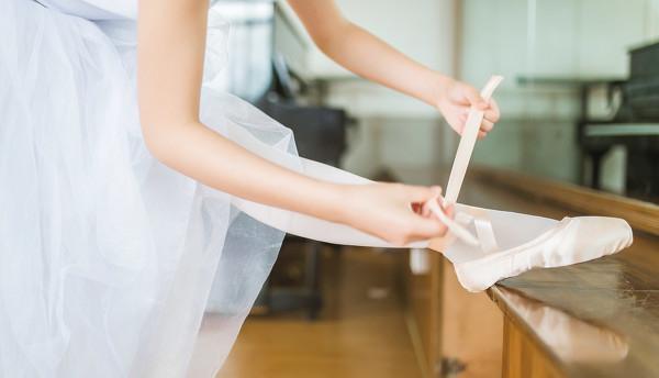 妹子摄影 – 白色连衣裙女孩跳芭蕾舞_图片 No.19
