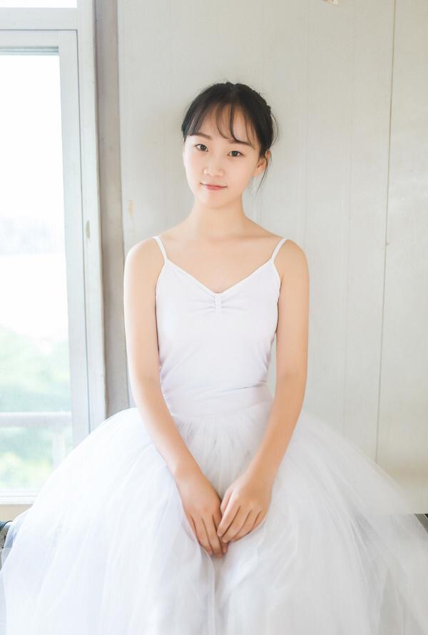 妹子摄影 – 白色连衣裙女孩跳芭蕾舞_图片 No.21