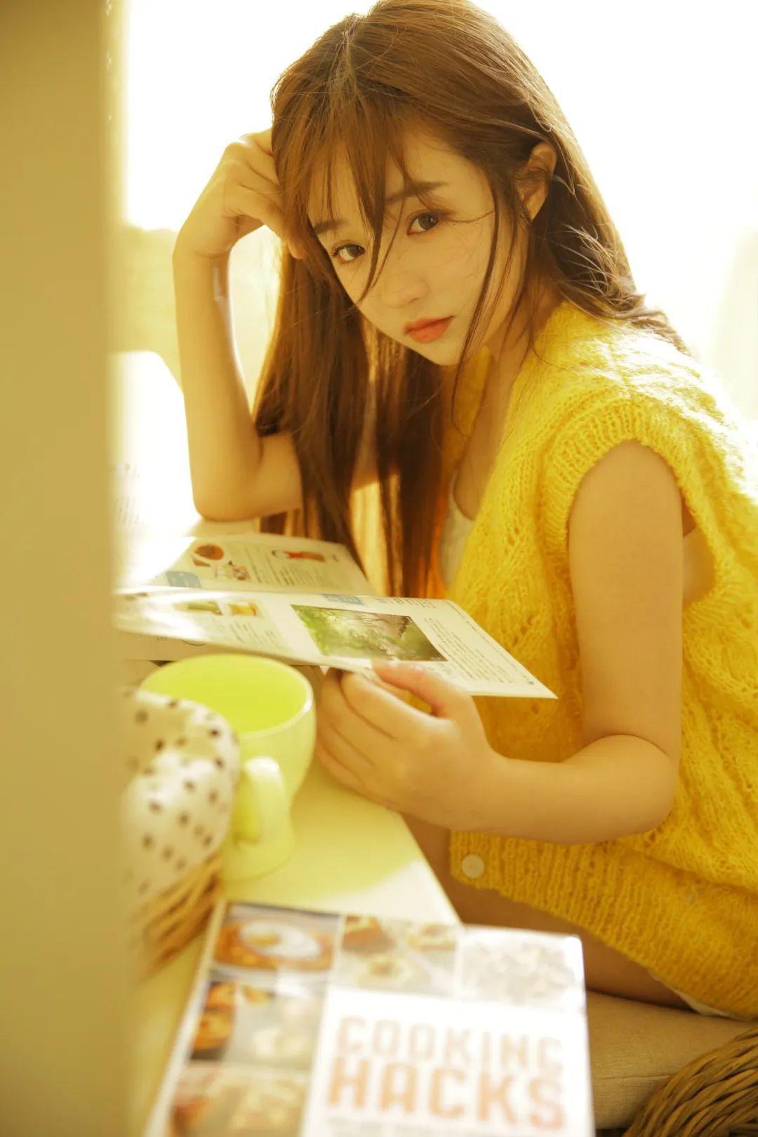 妹子摄影 – 淡黄的毛衣,修长的玉腿,治愈系美少女_图片 No.1