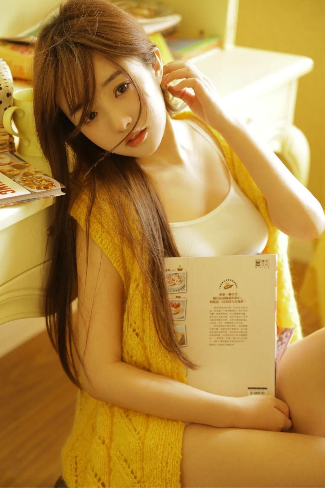 妹子摄影 – 淡黄的毛衣,修长的玉腿,治愈系美少女_图片 No.2