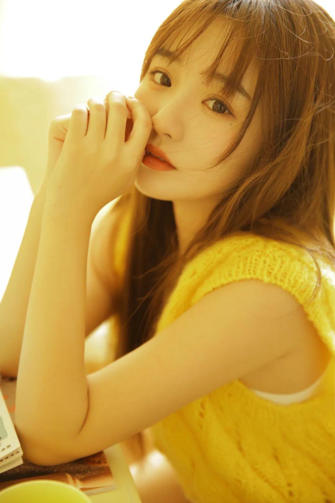 妹子摄影 – 淡黄的毛衣,修长的玉腿,治愈系美少女_图片 No.8