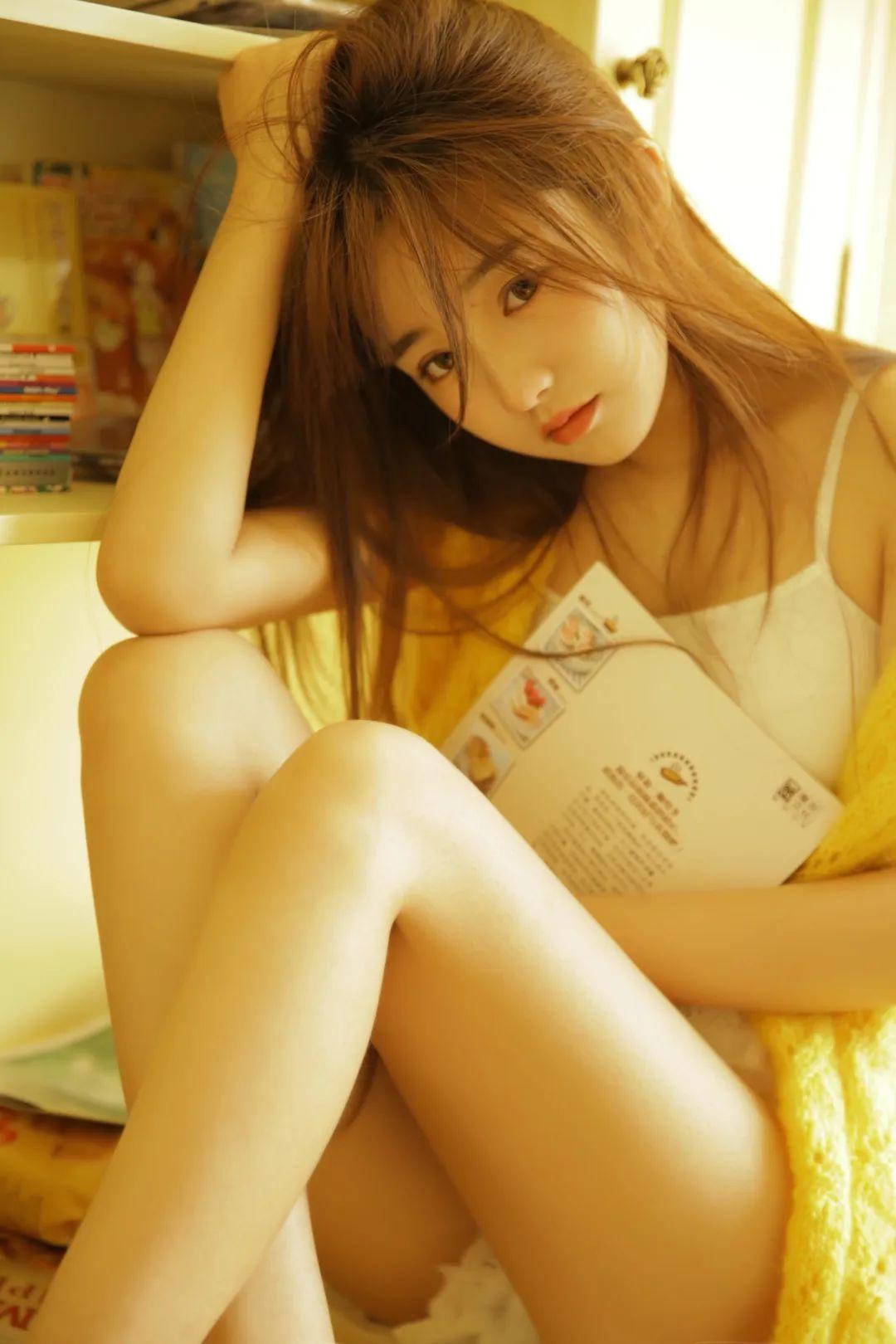妹子摄影 – 淡黄的毛衣,修长的玉腿,治愈系美少女_图片 No.9