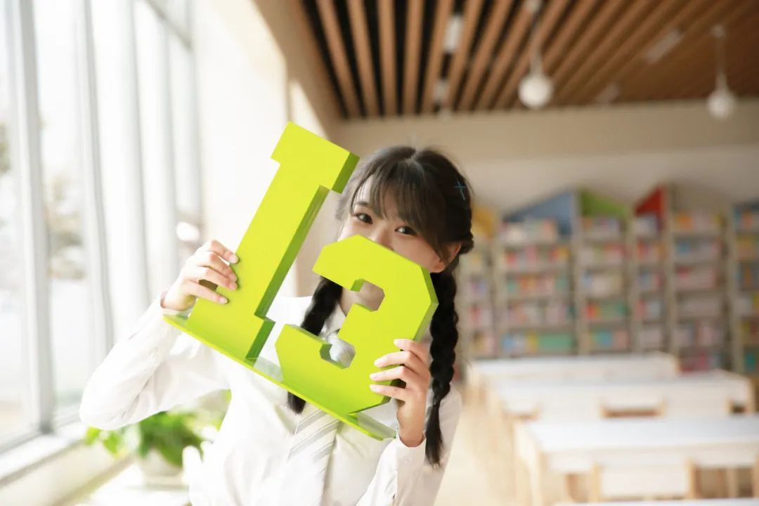 妹子摄影 – 图书馆里热爱学习的JK制服双马尾女孩_图片 No.8