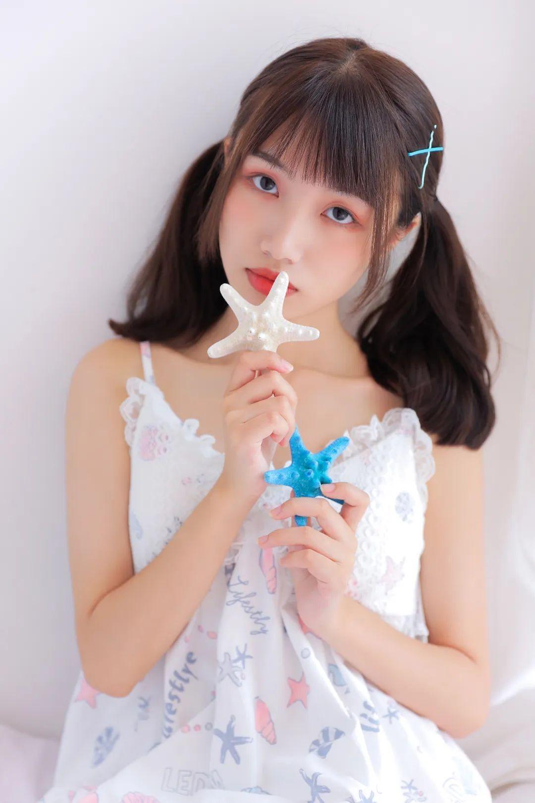 妹子摄影 – 白色连衣裙美腿少女的夏日生活_图片 No.2