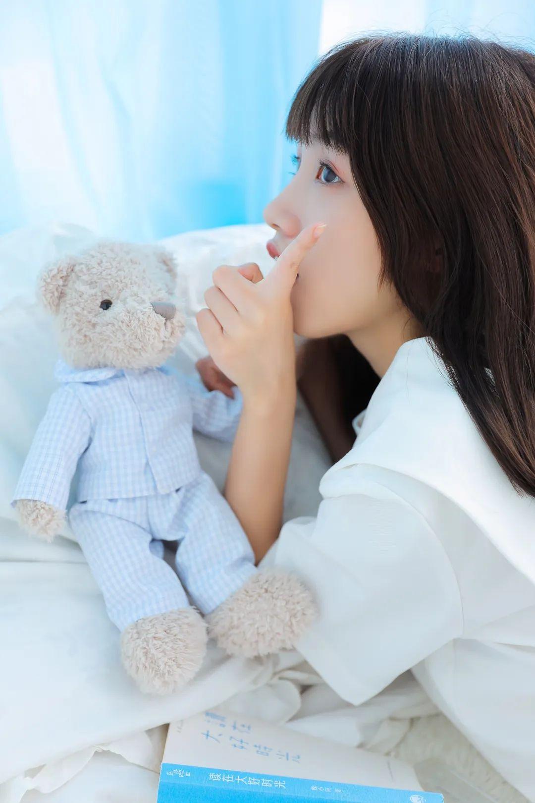 妹子摄影 – 白色连衣裙美腿少女的夏日生活_图片 No.4