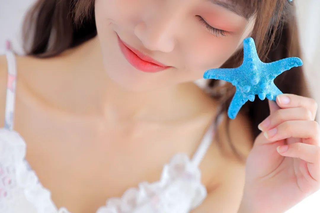 妹子摄影 – 白色连衣裙美腿少女的夏日生活_图片 No.5