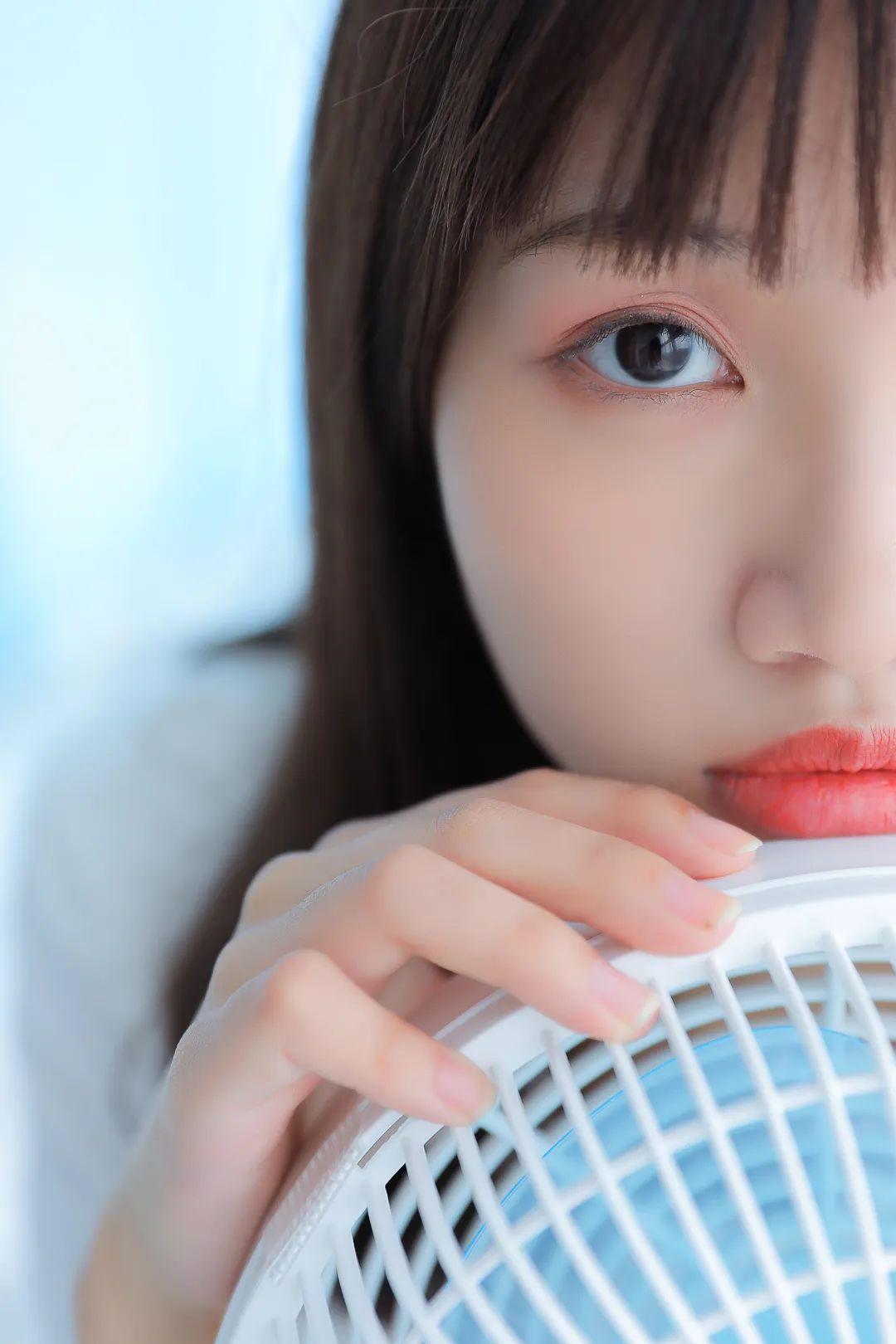 妹子摄影 – 白色连衣裙美腿少女的夏日生活_图片 No.10