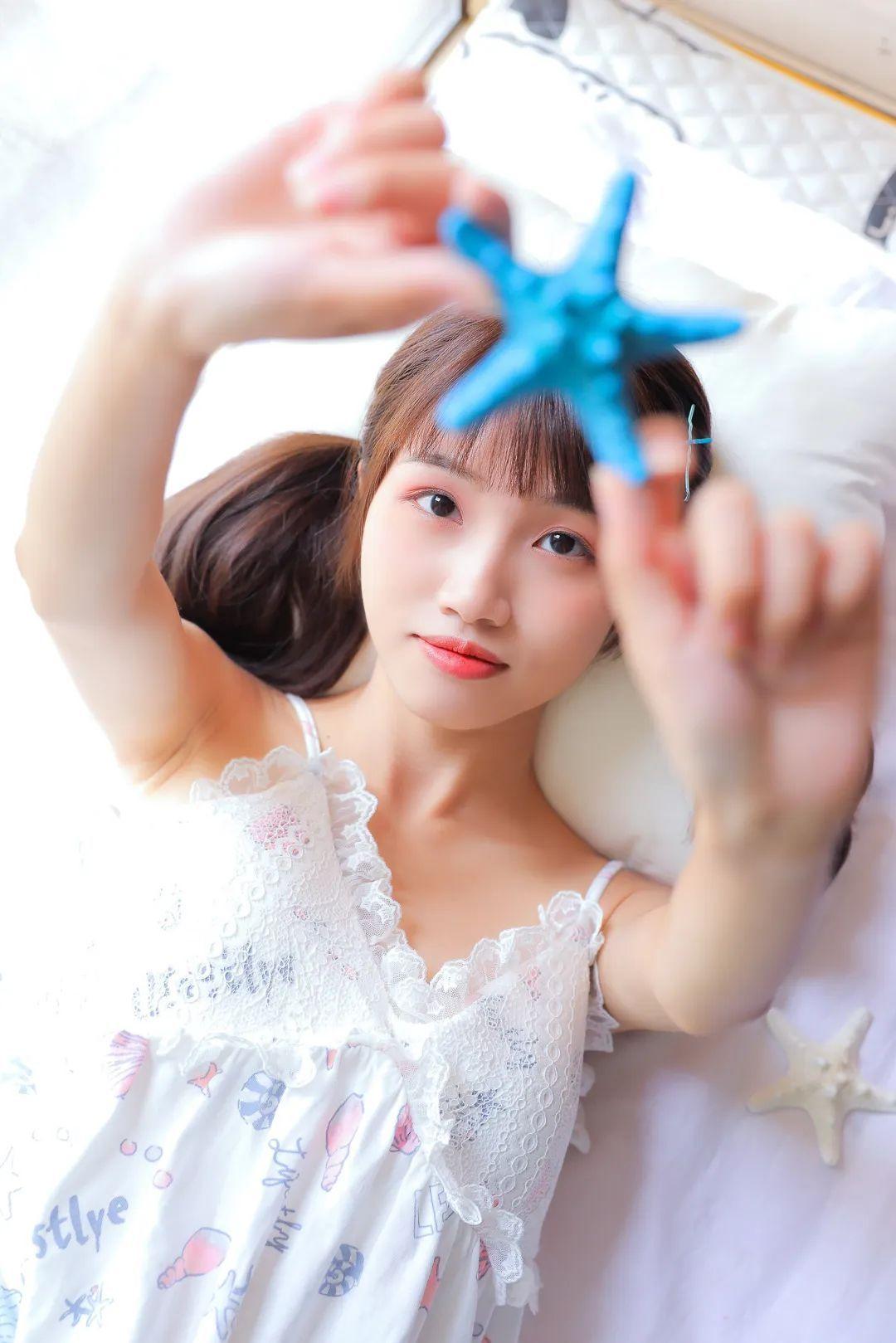妹子摄影 – 白色连衣裙美腿少女的夏日生活_图片 No.11