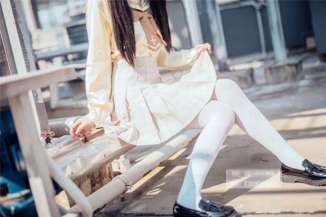妹子摄影 – 白丝袜小美女,JK短裙尽显腿长优雅_图片 No.5