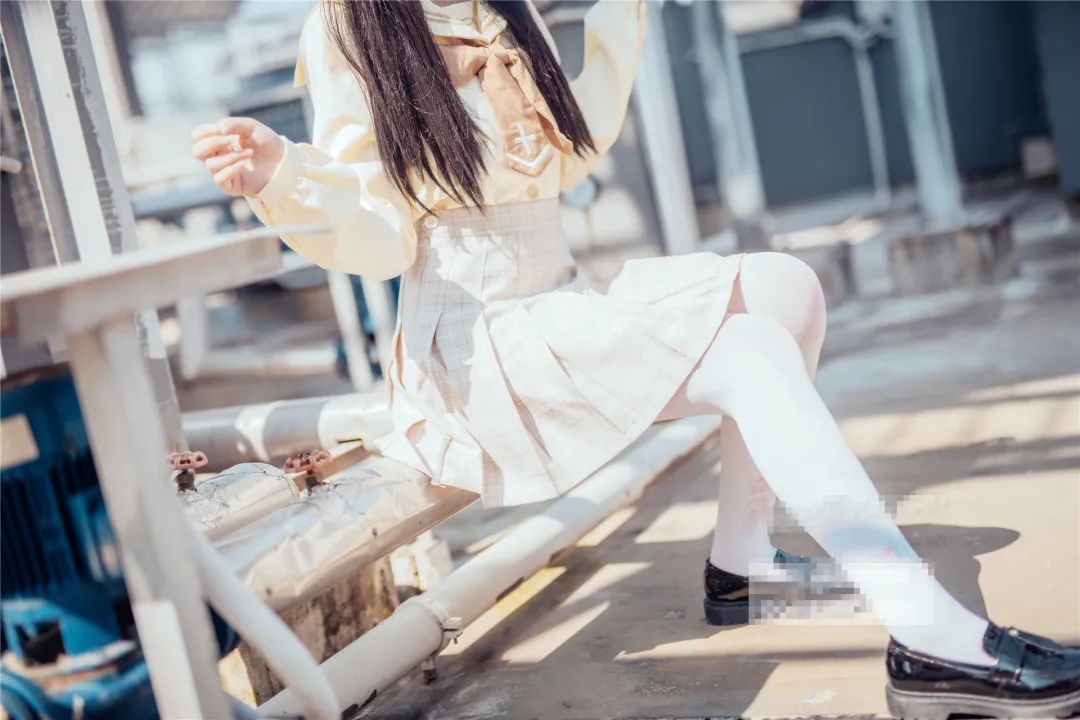 妹子摄影 – 白丝袜小美女,JK短裙尽显腿长优雅_图片 No.9