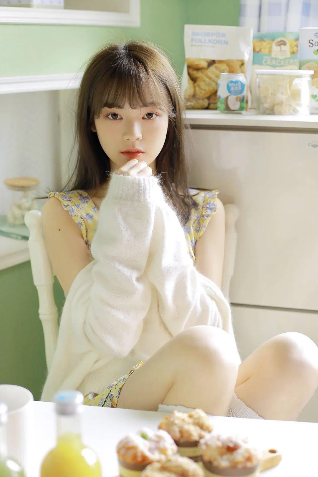 妹子摄影 – 青春少女白色小腿袜_图片 No.1