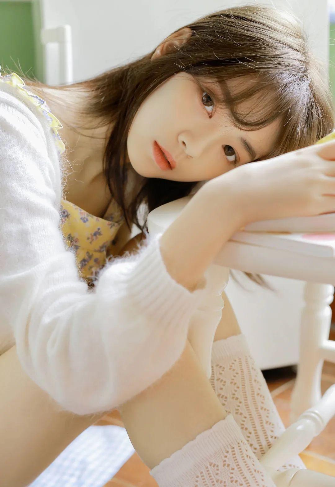 妹子摄影 – 青春少女白色小腿袜_图片 No.4