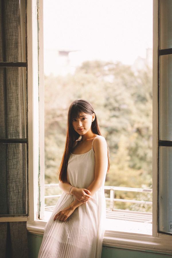 妹子摄影 – 写真集旧时光,连衣裙少女清清浅浅的笑意_图片 No.10