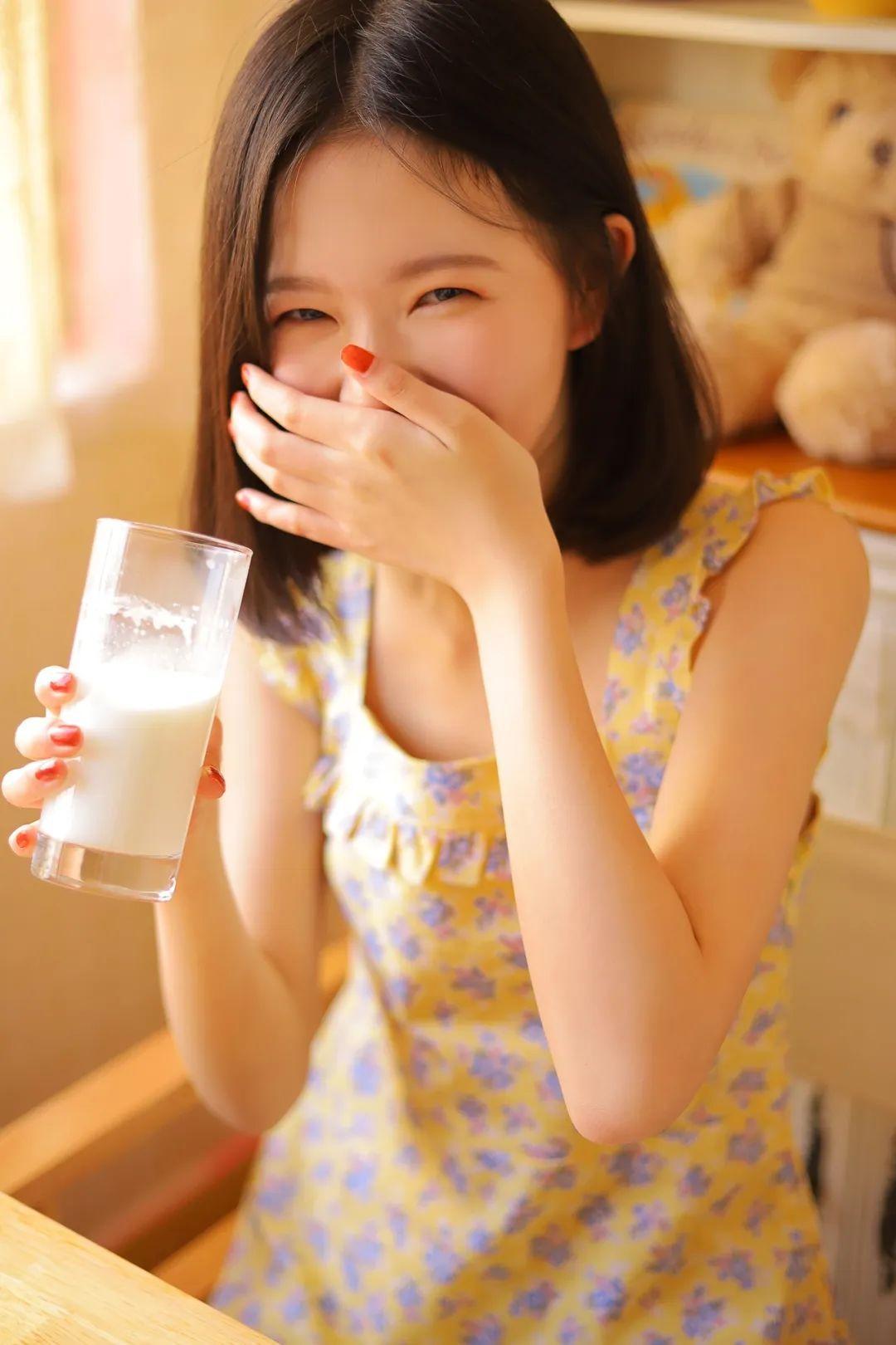 妹子摄影 – 笑起来真好看的连衣裙虎牙妹妹_图片 No.1
