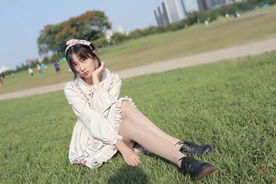 妹子摄影 – 白丝袜连衣裙少女和JK制服元气女孩_图片 No.5
