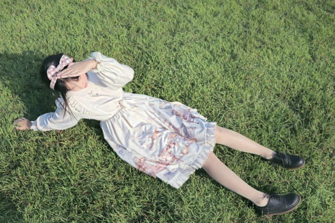 妹子摄影 – 白丝袜连衣裙少女和JK制服元气女孩_图片 No.7