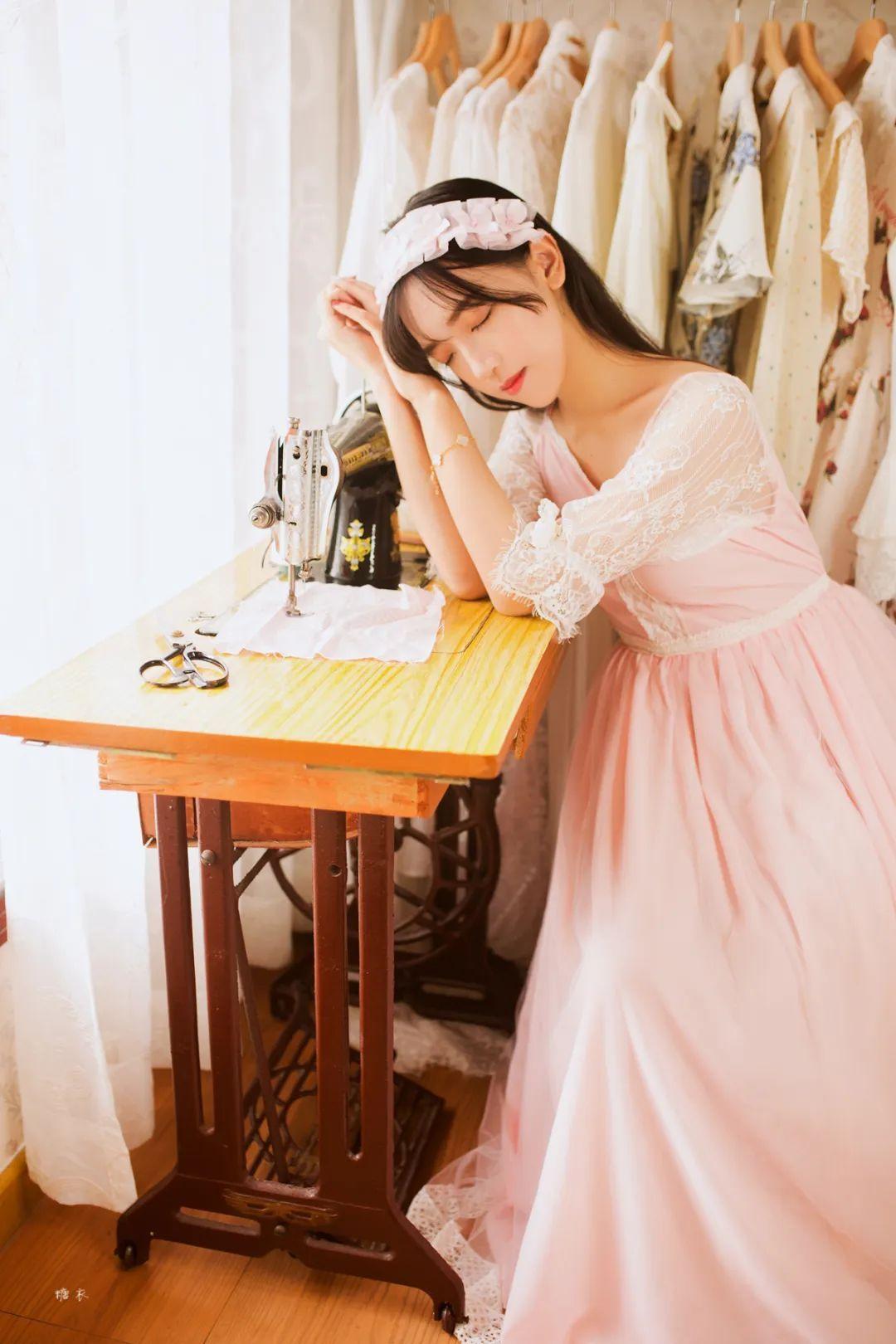 妹子摄影 – 粉色连衣裙姐妹花,双倍快乐_图片 No.1