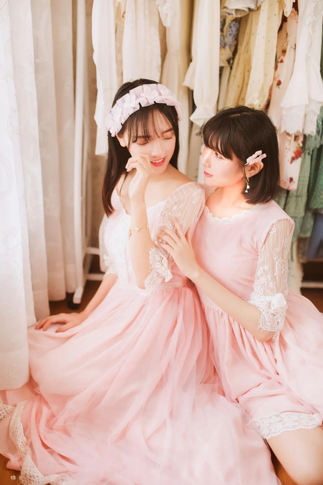 妹子摄影 – 粉色连衣裙姐妹花,双倍快乐_图片 No.2