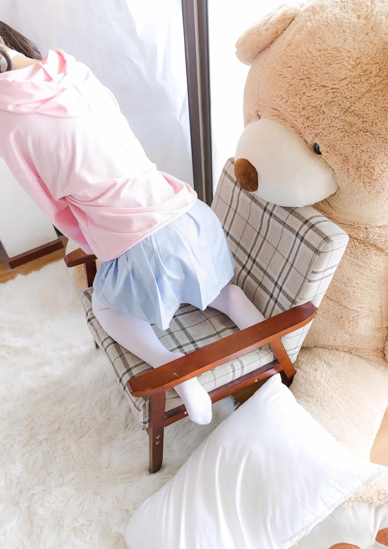 妹子摄影 – 双马尾粉色卫衣 白丝袜小短裙迷你少女_图片 No.4