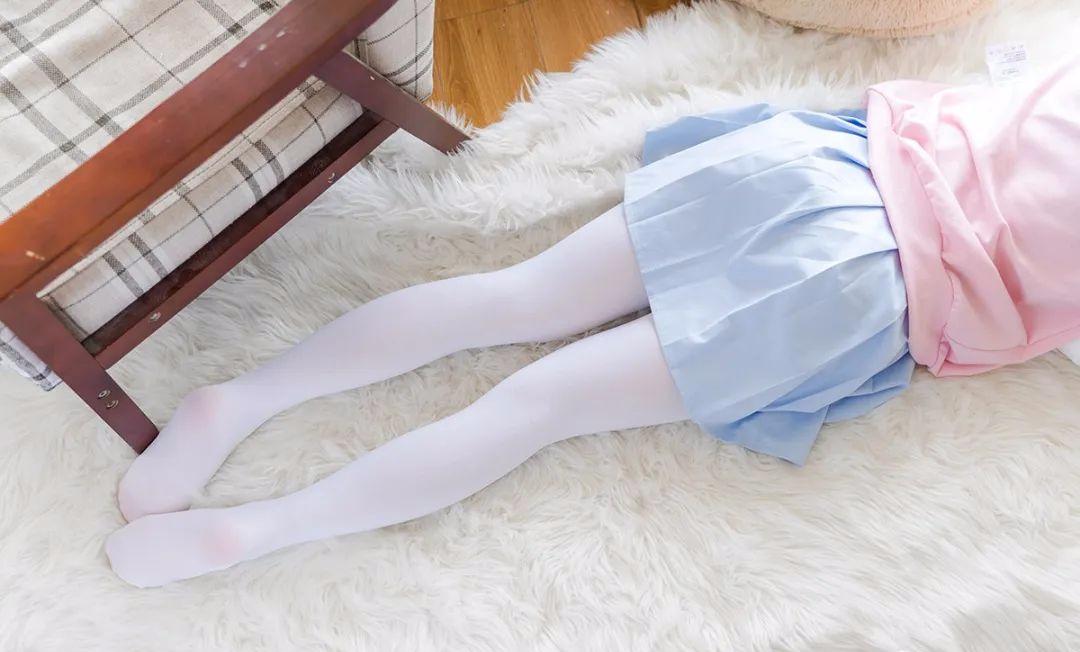 妹子摄影 – 双马尾粉色卫衣 白丝袜小短裙迷你少女_图片 No.9